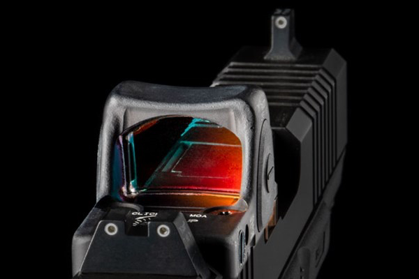 Red Dots vs. Iron Sights: Which is Better for Handguns?
