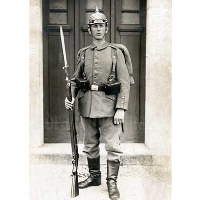 An Imperial German soldier in full uniform, along with his Gewehr 98 with bayonet fixed.