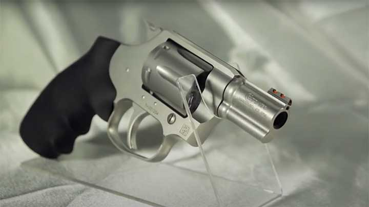 The current manufacture Colt Cobra incorporates many of the features from the classic Colt Detective Special.