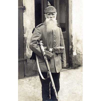 An older Imperial German soldier posing with his Gew 98 tucked under his arm.